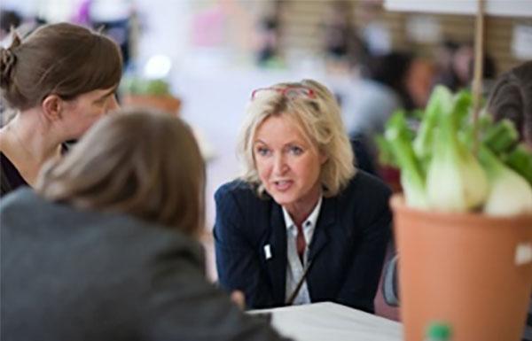 Sabine Jacobs-Bommert im Gespräch - Coaching und Kommunikationstraining SJ Kommunikation